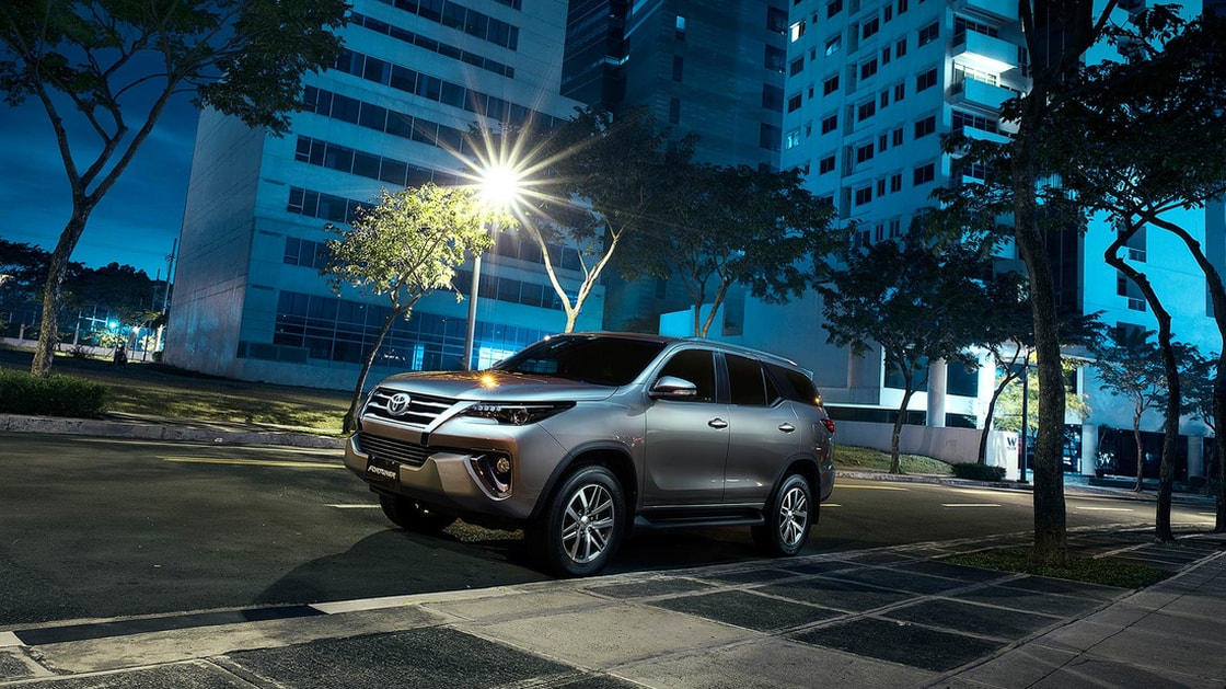 Toyota Fortuner 2017 Trong Dem